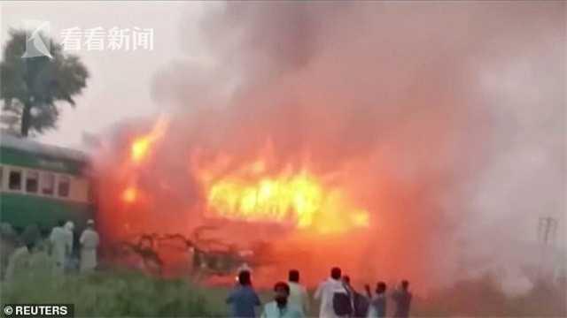 视频|乘客带煤气罐上火车做饭 爆炸烧毁3节车厢71人死