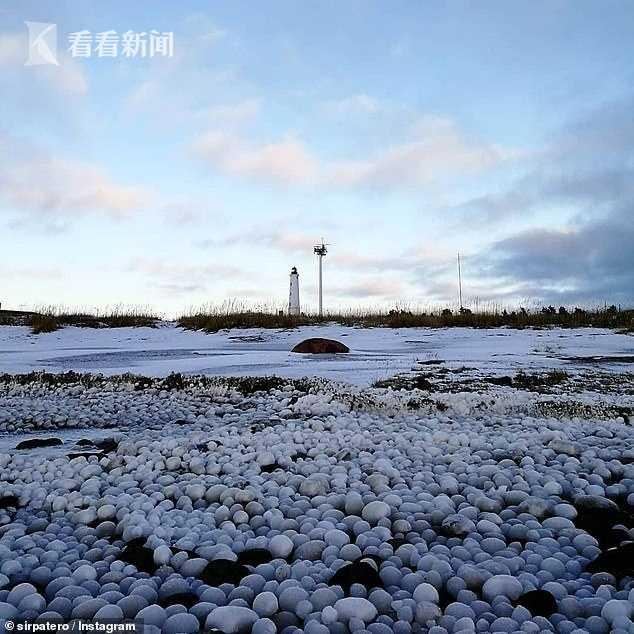 芬兰海岸线惊现大量冰蛋 专家:需满足三个条件