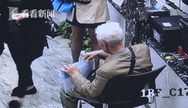 90岁老人抱一摞简历来沪求职 背后故事让人鼻酸