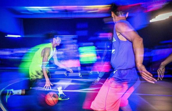 """路人王篮球赛上海打响 三人篮球走向""""大舞台"""""""