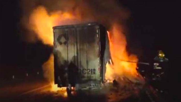 百世快递回应13吨包裹被烧毁:货物已补发及赔付