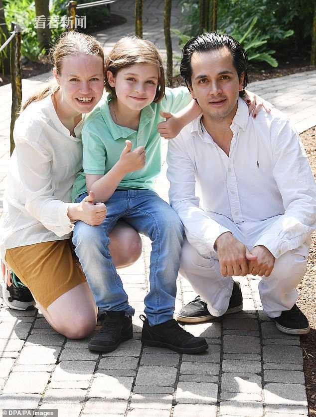劳伦・西蒙斯与父母