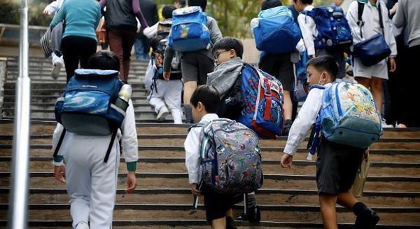 香港教育局宣布学校明天继续停课 最快周二复课