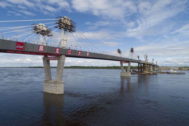 2019年5月31日拍摄的中俄黑河—布拉戈维申斯克界河公路大桥。新华社记者王建摄