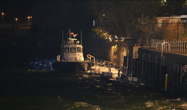 香港警方一艘水警轮沉没 疑似船身进水