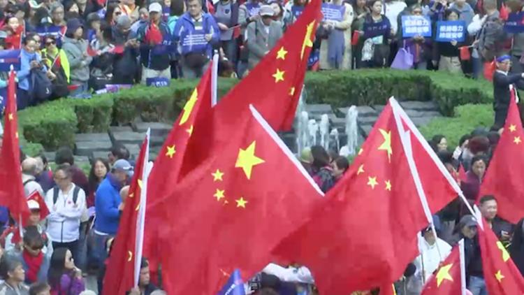 举国旗唱国歌!上千香港市民参加爱国护港大集会