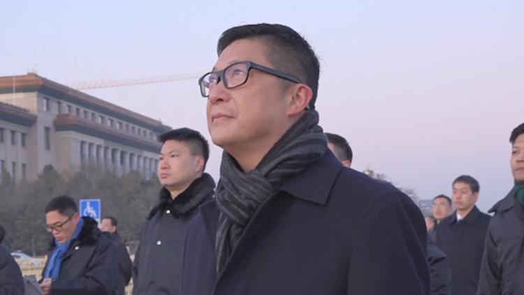 """港警""""一哥""""天安门看升旗:感受到了国家的强大"""