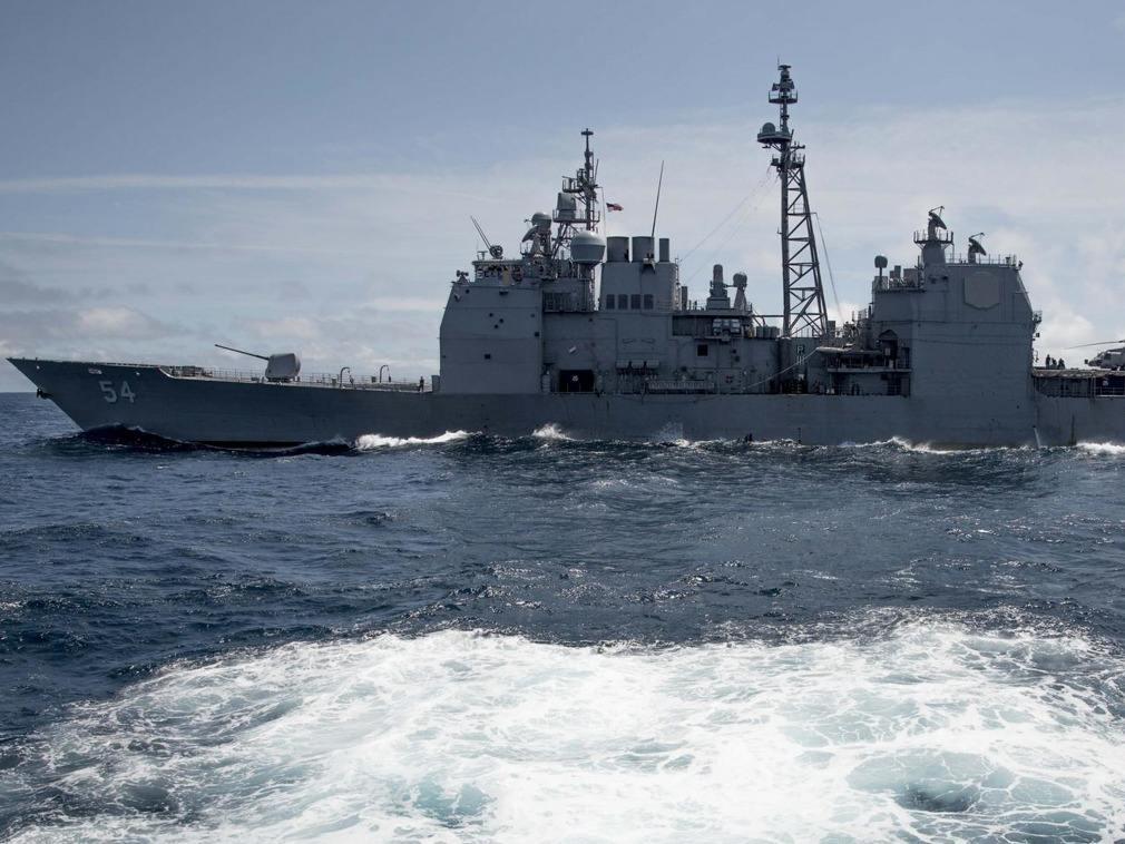 美军舰穿越台湾海峡