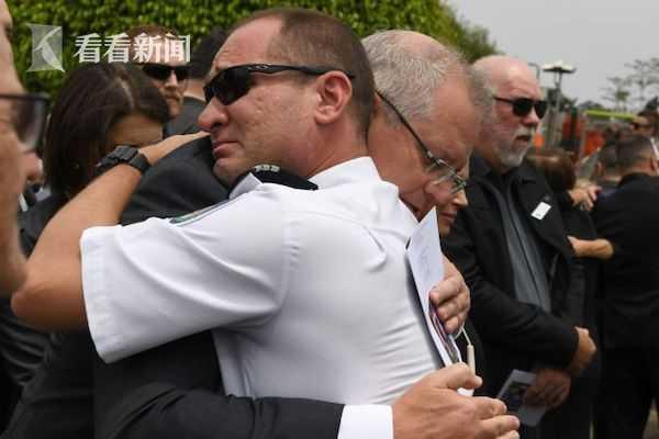 视频 澳牺牲消防员葬礼举行 19个月大女儿戴上安全帽
