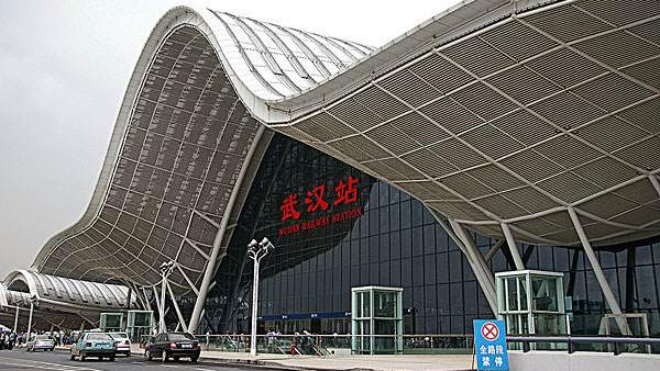 武汉公交地铁等将停运 机场火车站离汉通道关闭