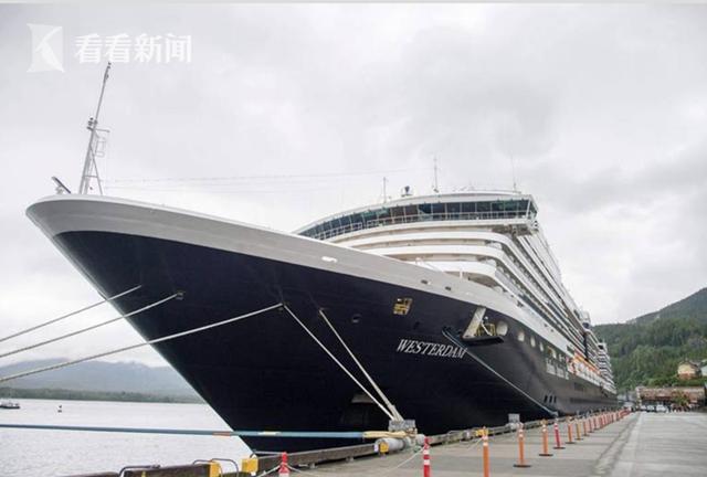 威士特丹号上共有乘客1455人,船员802人,原本计划8号进入那霸港