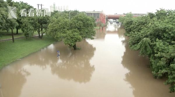 视频|巴西暴雨引发洪水 居民尖叫目睹泥石流吞噬房屋