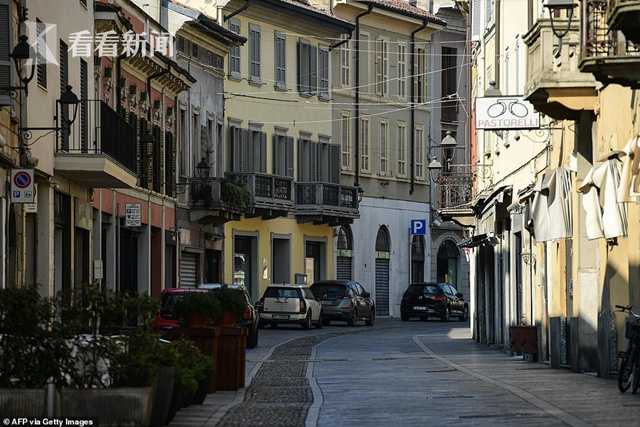 25056148-8031839-A_deserted_street_is_pictured_in_Codogno_southeast_of_Milan_toda-a-9_1582395190289.jpg