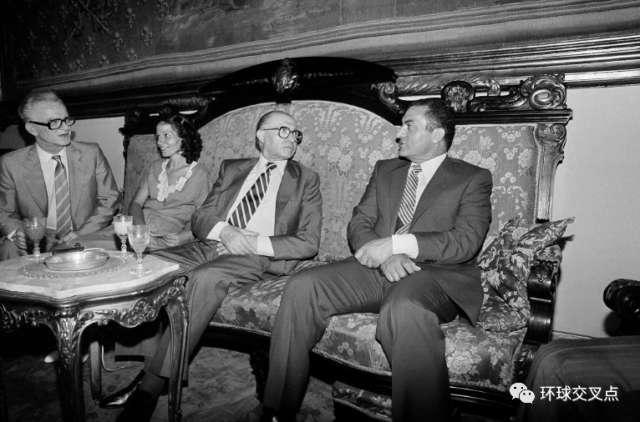 穆巴拉克和以色列总理贝宁(1981)