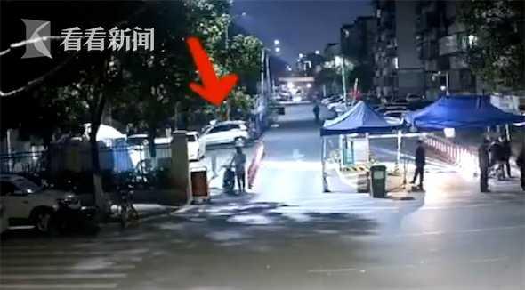 视频|男子偷电瓶车被抓现行 盗窃原因让民警哭笑不得