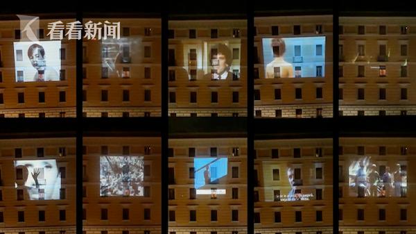 苦中作乐!意大利夫妇把公寓楼当幕布投放电影