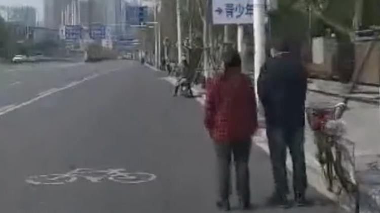 默哀那一刻,武汉姑娘街头不禁泪奔:城市重生了