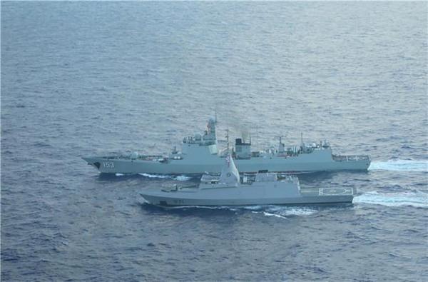 """052C153""""西安""""舰直升机甲板明显短小"""