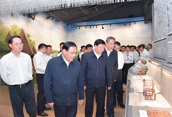 6月5日,2020年度长三角地区主要领导考察湖州吴兴区湖州丝绸小镇。