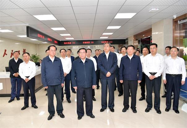 6月5日,2020年度长三角地区主要领导考察湖州吴兴区织里社会矛盾纠纷化解中心。