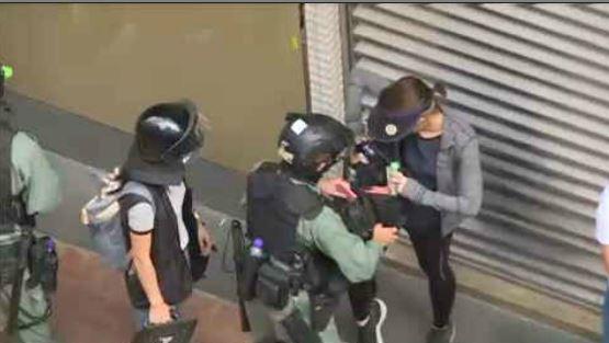 香港警察执法现场