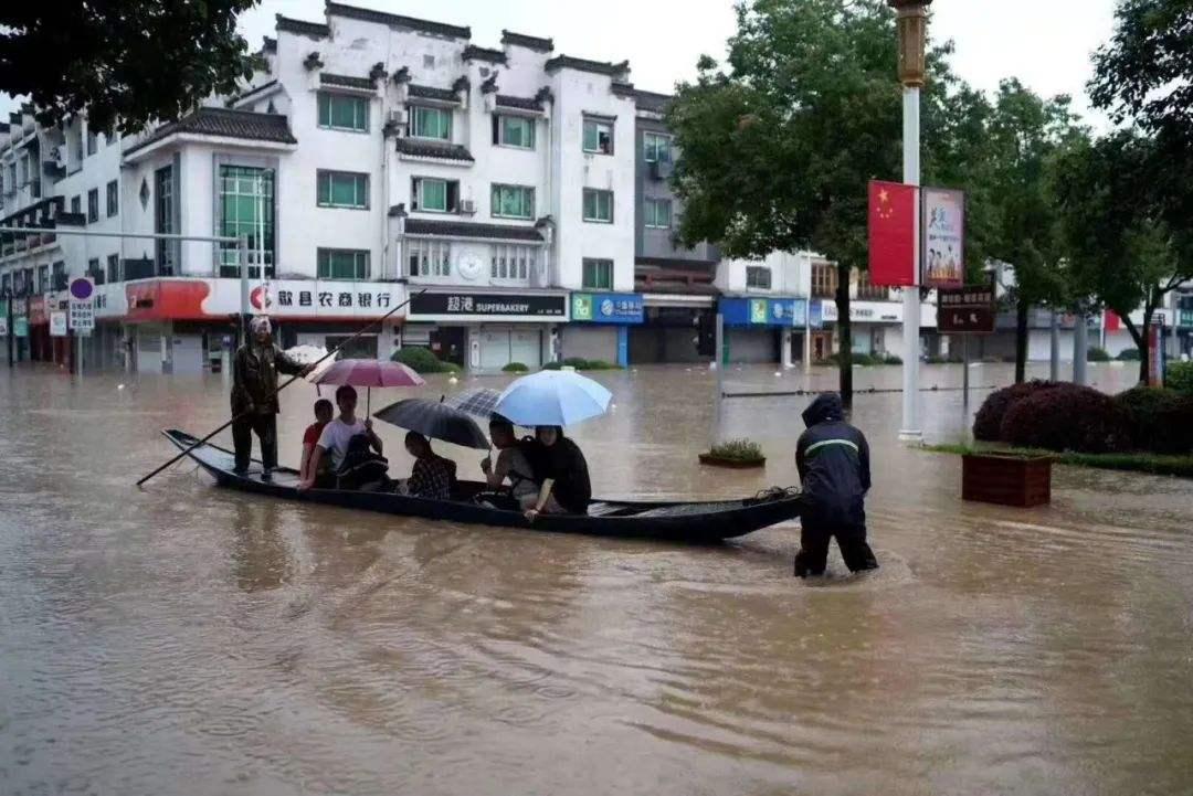 安徽歙县考生坐船赴考