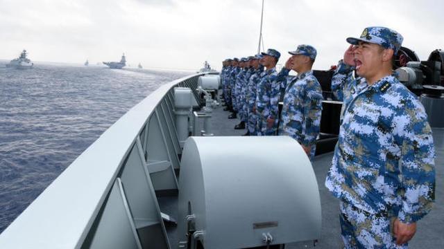 中国海军在南海举行演习