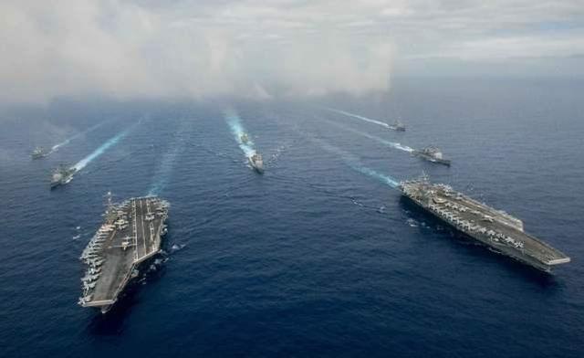 """""""尼米兹""""和""""里根""""号在南海双航母军演"""