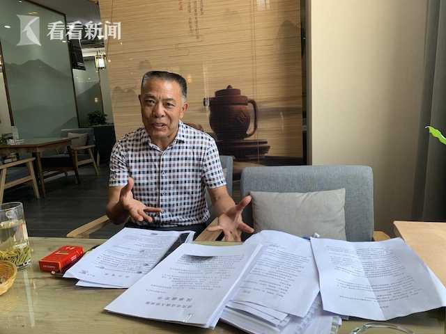 """唐朝琪百感交集,历经7年的艰难讼战,他说总算等来了""""迟到的公正""""。"""