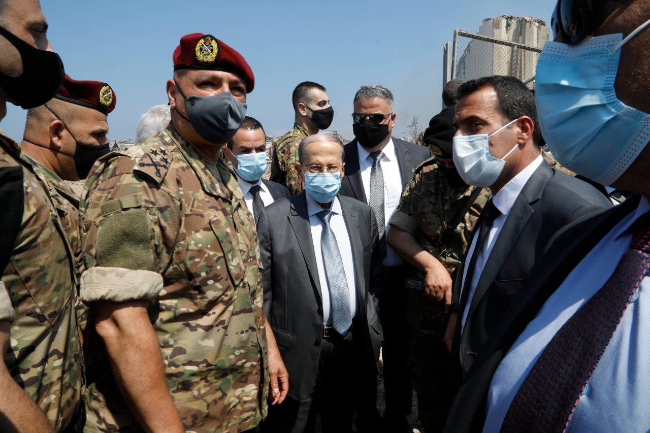 黎巴嫩總統與軍方領導人到達爆炸地點