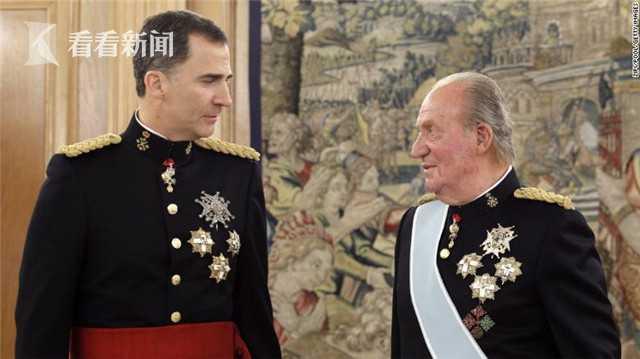 现任西班牙国王费利佩六世(左)和胡安·卡洛斯(右)