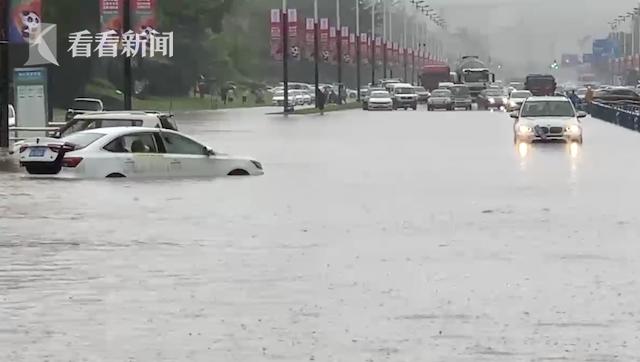 """视频 强降雨""""卷土重来""""!成都城区道路积水成涝"""