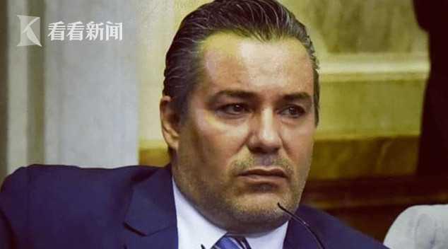 阿根廷议员开会时吻妻子柳传志儿