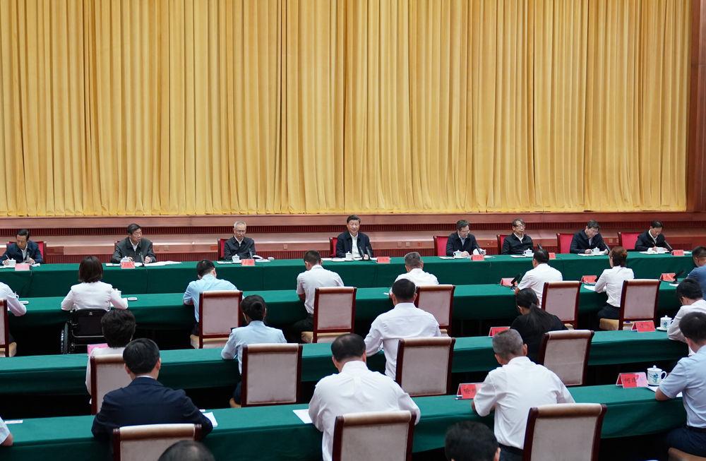 下层代表座谈会  新华社记者 李学仁 摄