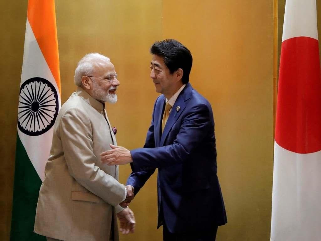 印度总理莫迪与日本前首相安倍晋三