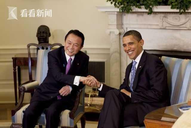 Barack_Obama_&_Taro_Aso_in_the_Oval_Office_2-24-09.jpg