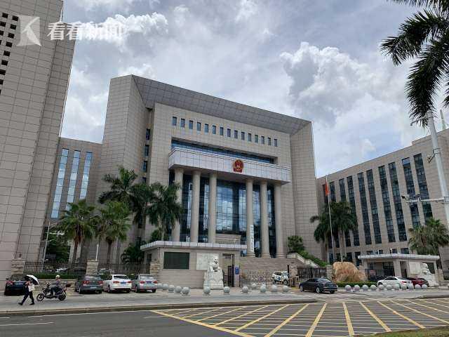 在海南省高级人民法院,张家慧利用其职务,左右了很多案件的判决结果