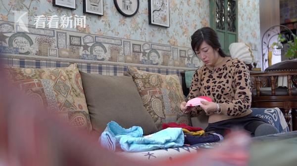 王建娜至今保留著孩子小時候的衣服,當做念想
