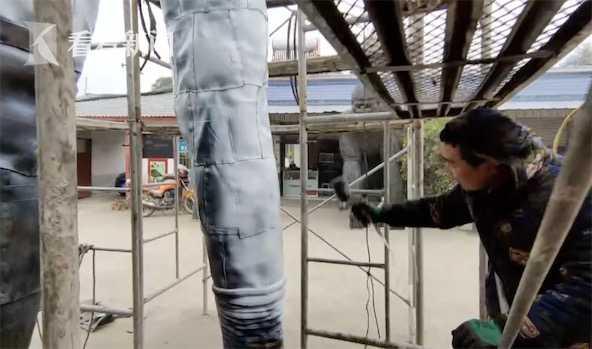 给儿子庆生 爸爸用千条废轮胎做5.6米巨型奥特曼