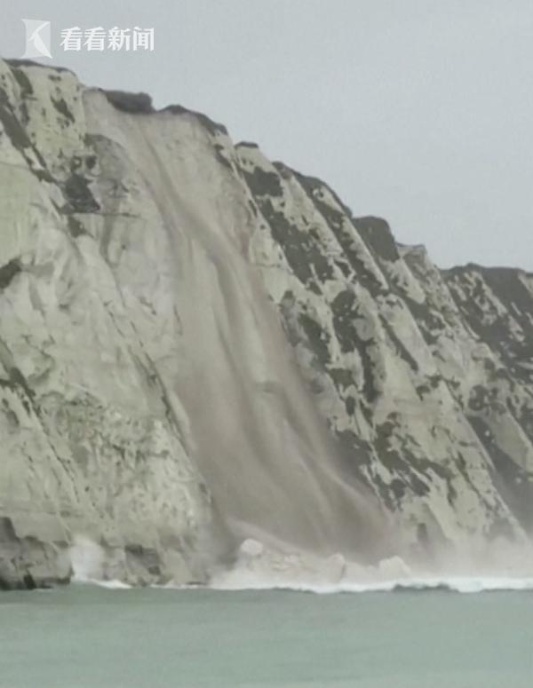 视频|英国著名景点白崖塌方 数吨岩石坠入英吉利海峡