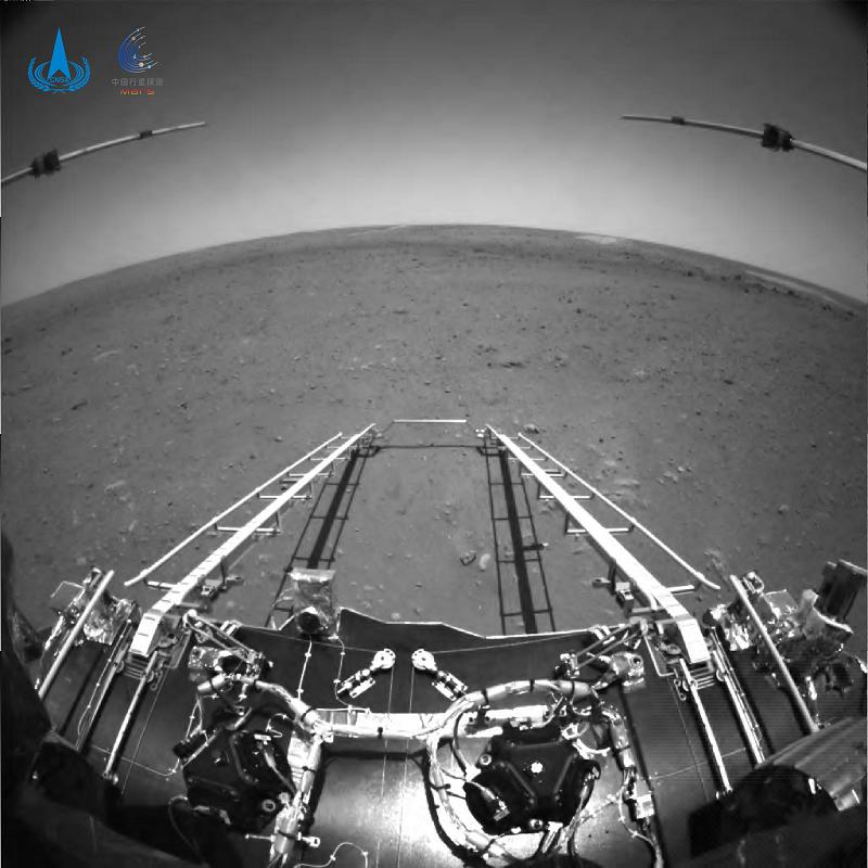 △由火星车前避障相机拍摄,正对火星车前进方向。
