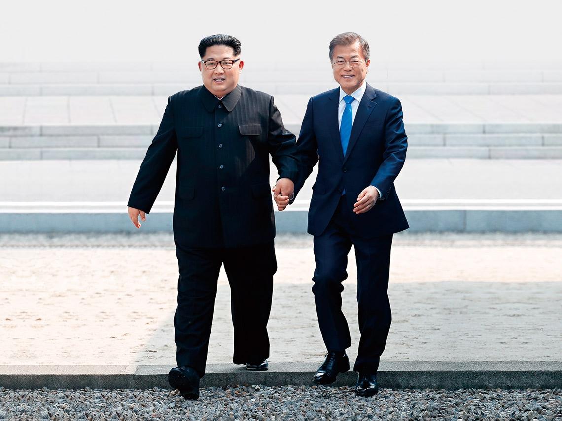 2018年4月27日 金正恩、文在寅跨过军事分界线