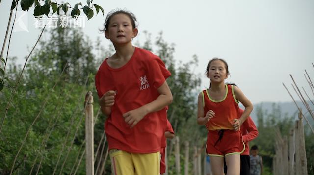 """""""梦想之家""""的孩子们进行体能训练"""