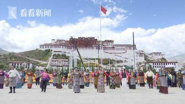 视频 西藏和平解放70周年:布达拉宫广场举行联欢活动