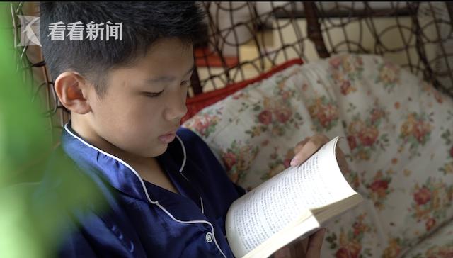 优优在看书