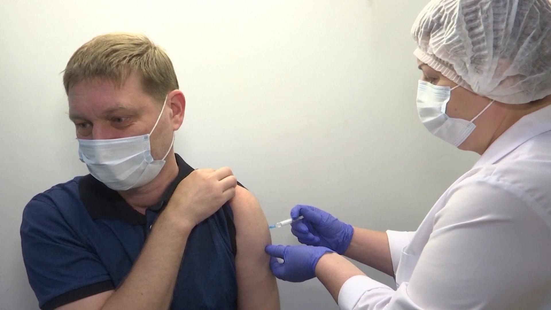 俄新冠日增死亡病例首度破千 普京呼吁接种疫苗