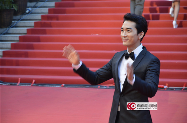 韩星宋承宪带着电影《人间中毒》来到第17届上海国际电影...