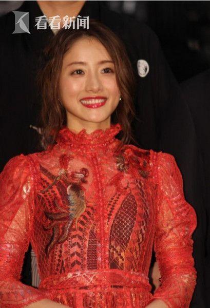 《忍之国》日本首映会上美腻的十元。