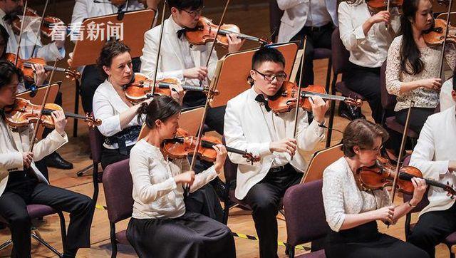 上海乐队学院学生与艺术家同台排练及演出
