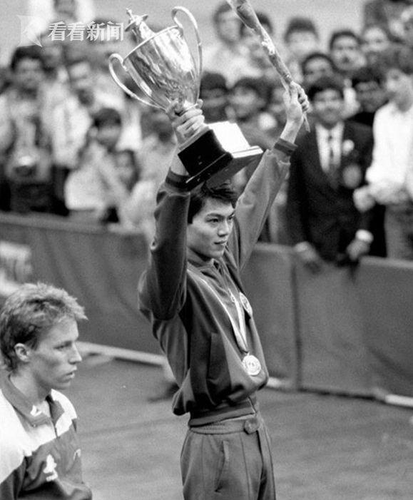 1987年3月1日,中国选手江嘉良以3比1战胜瓦尔德内尔获得男子单打冠军